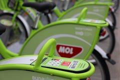 MOL de bicicletas de BUBI en un muelle Fotografía de archivo libre de regalías