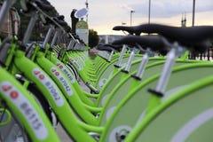 MOL de bicicletas de BUBI en un muelle Imágenes de archivo libres de regalías