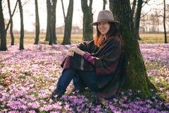 Mola açafrões Ar de ForestFresh inspiração Viajante fêmea Imagem de Stock Royalty Free