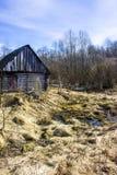 Mola adiantada e banho abandonado da vila em The Creek, Rússia do norte Fotos de Stock Royalty Free