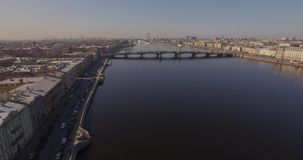 Mola da terraplenagem de St Petersburg Neva River filme