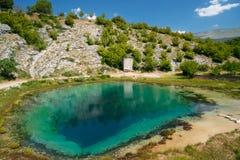 Mola do nascente de água de Cetina na Croácia Fotos de Stock