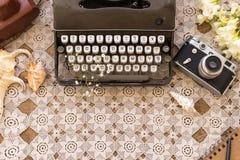 Mola ou verão autônomo e conceito da escrita Máquina de escrever retro fotografia de stock