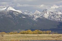 Mola tampada do pico de montanha neve majestosa fotografia de stock royalty free
