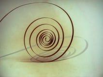 a mola velha no pêndulo sob a forma de uma espiral é o coração do relógio Fotografia de Stock Royalty Free