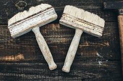 Molare Bürste auf hölzernem Stockfoto