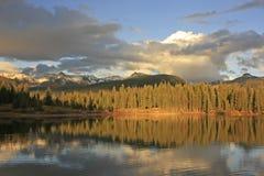 Molas sjö och visarberg, Weminuche vildmark, Colorado Arkivbild