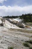 Molas térmicas em Mammoth Hot Springs em Wyoming imagem de stock royalty free