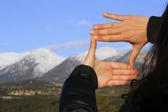 A moldação da mão da mulher distante Imagem de Stock