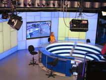 05 04 2015, MOLDAU, studio d'ACTUALITÉS de Publika TV avec l'équipement léger prêt pour la libération de recordind Images libres de droits