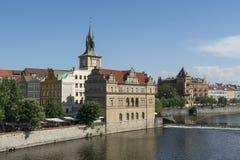 Moldava riverfront in Praag royalty-vrije stock fotografie
