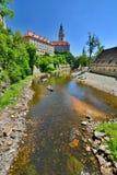 Moldava &#x28 ; Vltava&#x29 ; rivière et château ?eský Krumlov République Tchèque Images stock