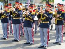 01 10 2016, Moldavië, Chisinau: Het marcheren band in rood eenvormig spel Royalty-vrije Stock Afbeeldingen