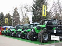 18 03 2017, Moldavië, Chisinev: Nieuwe tractoren bij een landbouwers` s exhibi Stock Afbeelding