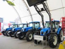 18 03 2017, Moldavië, Chisinev: Nieuwe tractoren bij een landbouwers` s exhibi Royalty-vrije Stock Afbeelding