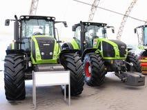 18 03 2017, Moldavië, Chisinev: Nieuwe tractoren bij een landbouwers` s exhibi Stock Afbeeldingen