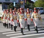 Moldavian soldiers in ceremonial dress arrive at Chisinau memorial Stock Photos