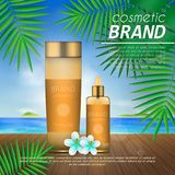 Molde cosmético do projeto do sunblock do verão no fundo da praia com folhas de palmeira exóticas proteção do sol 3D e PR realíst Imagens de Stock Royalty Free