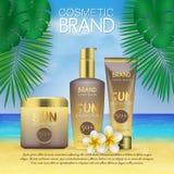 Molde cosmético do projeto do sunblock do verão no fundo da praia com folhas de palmeira exóticas proteção do sol 3D e PR realíst Fotos de Stock