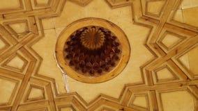 Molde de madeira no teto e na abóbada video estoque