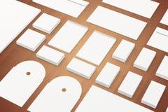 Molde de marcagem com ferro quente dos artigos de papelaria vazios no fundo de madeira Fotografia de Stock Royalty Free
