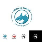 Molde de ondulação do logotipo do oceano do mar do tubarão azul Fotografia de Stock