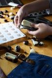 Molde del silicón para hacer forma del chocolate Imágenes de archivo libres de regalías