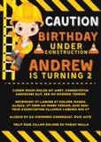 Molde do cartão de aniversário do vetor com Little Boy bonito Construtor pequeno do vetor ilustração stock