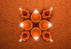 Molde do cartão de Diwali que mostra a diya a vista superior com espaço da cópia Fotos de Stock