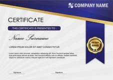 Molde moderno da concessão do certificado/diploma, obscuridade azul Imagem de Stock Royalty Free