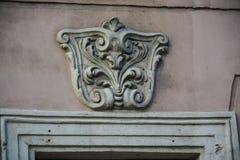Moldeado en el fasade de la casa fotografía de archivo libre de regalías