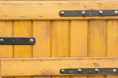 Moldes de madeira pintados frisados fotografia de stock royalty free