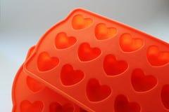 Moldes do gelo do silicone sob a forma dos corações imagem de stock