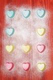 Moldes do silicone do dia de Valentim para cozer coração-dado forma Fotos de Stock Royalty Free