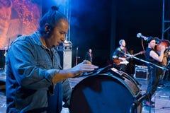 Moldovian ludowa rockowa grupa Zdob si Zdub, występ przy żywym koncertem w Nemyriv, Ukraina, 21 10 2017, redakcyjna fotografia Zdjęcie Stock