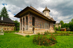 Moldovita kloster, Rumänien arkivfoto
