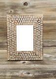 Moldura para retrato de madeira na madeira rústica fotos de stock