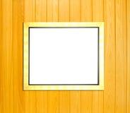 Moldura para retrato do vintage do ouro no fundo de madeira Imagem de Stock Royalty Free