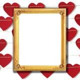 Moldura para retrato dourada com fundo de papel vermelho do coração imagem de stock