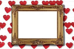 Moldura para retrato dourada com fundo de papel vermelho do coração fotos de stock