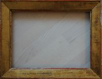 Moldura para retrato dourada da estrutura velha para a galeria foto de stock royalty free