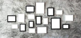 Molduras para retrato brancas no centro da parede de mármore para o usuário Fotografia de Stock
