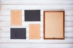 molduras para retrato de cores diferentes e do fundo de madeira Foto de Stock Royalty Free
