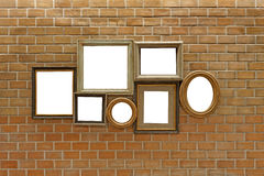 Molduras para retrato de madeira vazias na parede de tijolo Fotos de Stock