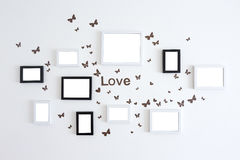 Molduras para retrato do amor na parede branca Imagens de Stock Royalty Free
