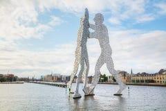Molecul人雕塑在柏林,德国 免版税库存图片