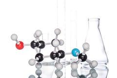 Molekülstruktur und Becher Lizenzfreies Stockfoto