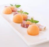 Molekylär melonkaviar, prosciutto och ny melon Arkivbild