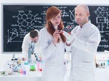 Molekylär laboratoriumanalys Arkivfoton