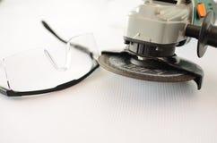 Molen met veiligheidsbeschermende brillen Stock Afbeelding